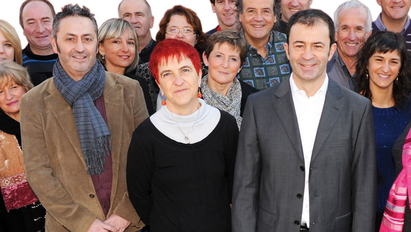 Le Maire et ses adjoints parmi les membres de la liste pendant la campagne